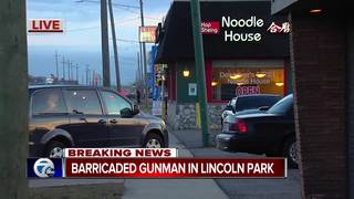 Barricaded gunman in restaurant in Lincoln Park