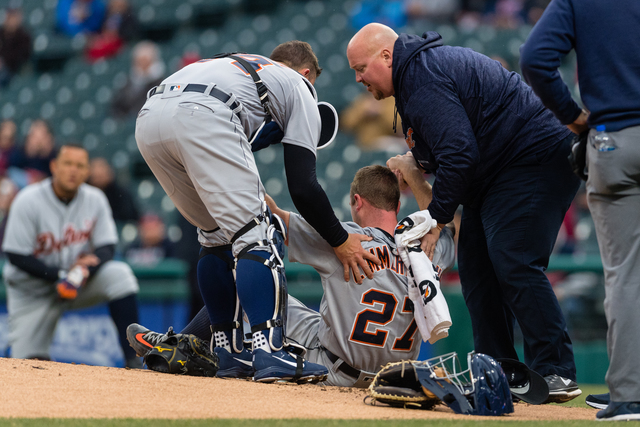 Tigers' Jordan Zimmernann leaves game after being hit in the face