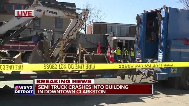 Driver In Clarkston Semi Crash Ran Red Light Before Crashing