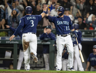 Mariners ride big seventh inning to beat Tigers