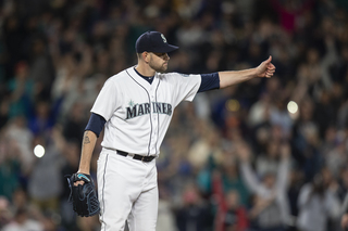 Paxton tosses complete game in win over Tigers
