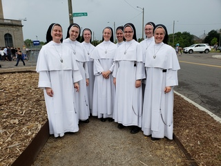 Nuns serenade Detroit train station