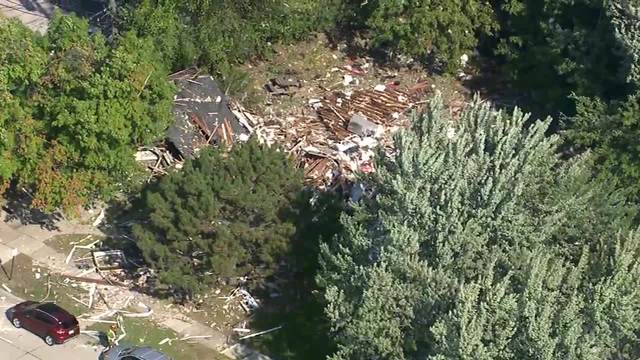 2 injured after house explosion in Harper Woods