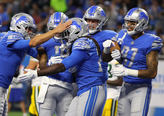 Lions take advantage of mistakes, beat Packers