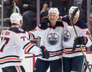 Brodziak scores twice, Oilers beat Red Wings